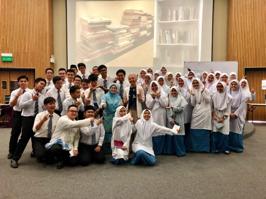 Group photo of Noor Affizan with students